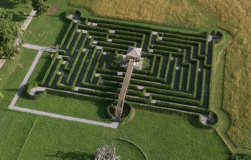Labyrinth für Familienausflug im Tierpark Rosegg Kärnten