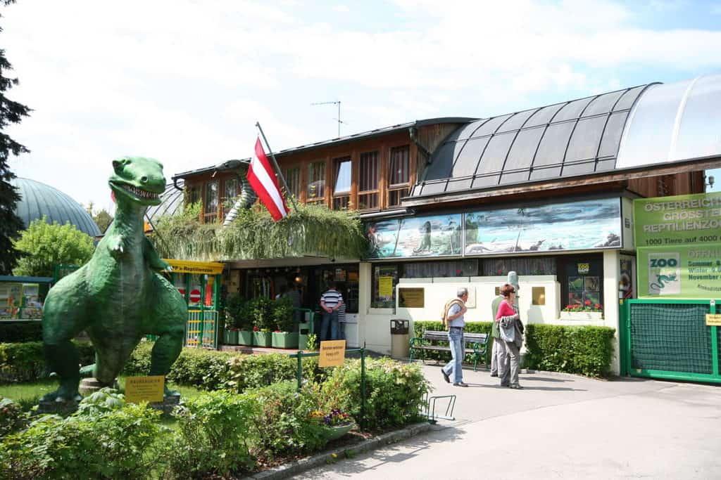 Reptilienzoo Happ in Klagenfurt mit Dinosaurier