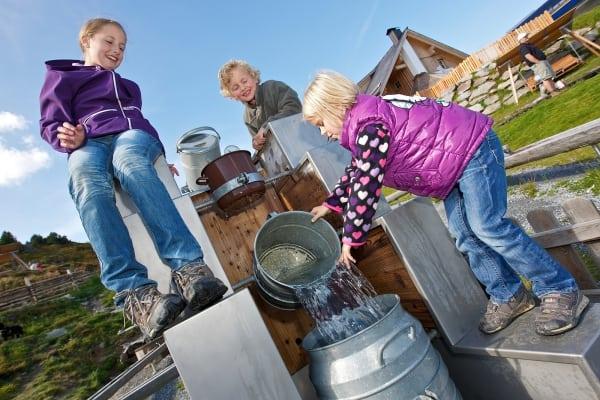 Wasser Spielplatz Kinder Turracher Höhe Kärnten