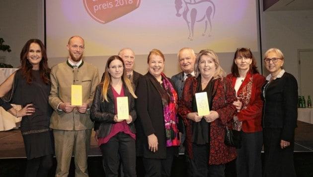 Bundestierschutz-Preis für Helga Happ