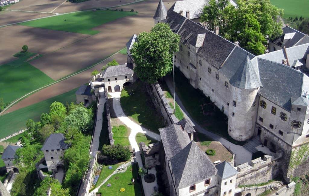 Sehenswürdigkeit Burg Hochosterwitz Längsee Südkärnten Luftaufnahme