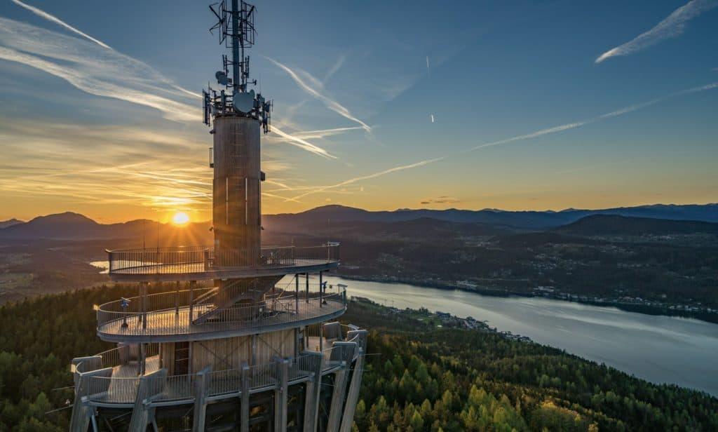 Aussichtsturm Pyramidenkogel Ganzjahres-Attraktion Kärnten Sonnenuntergang