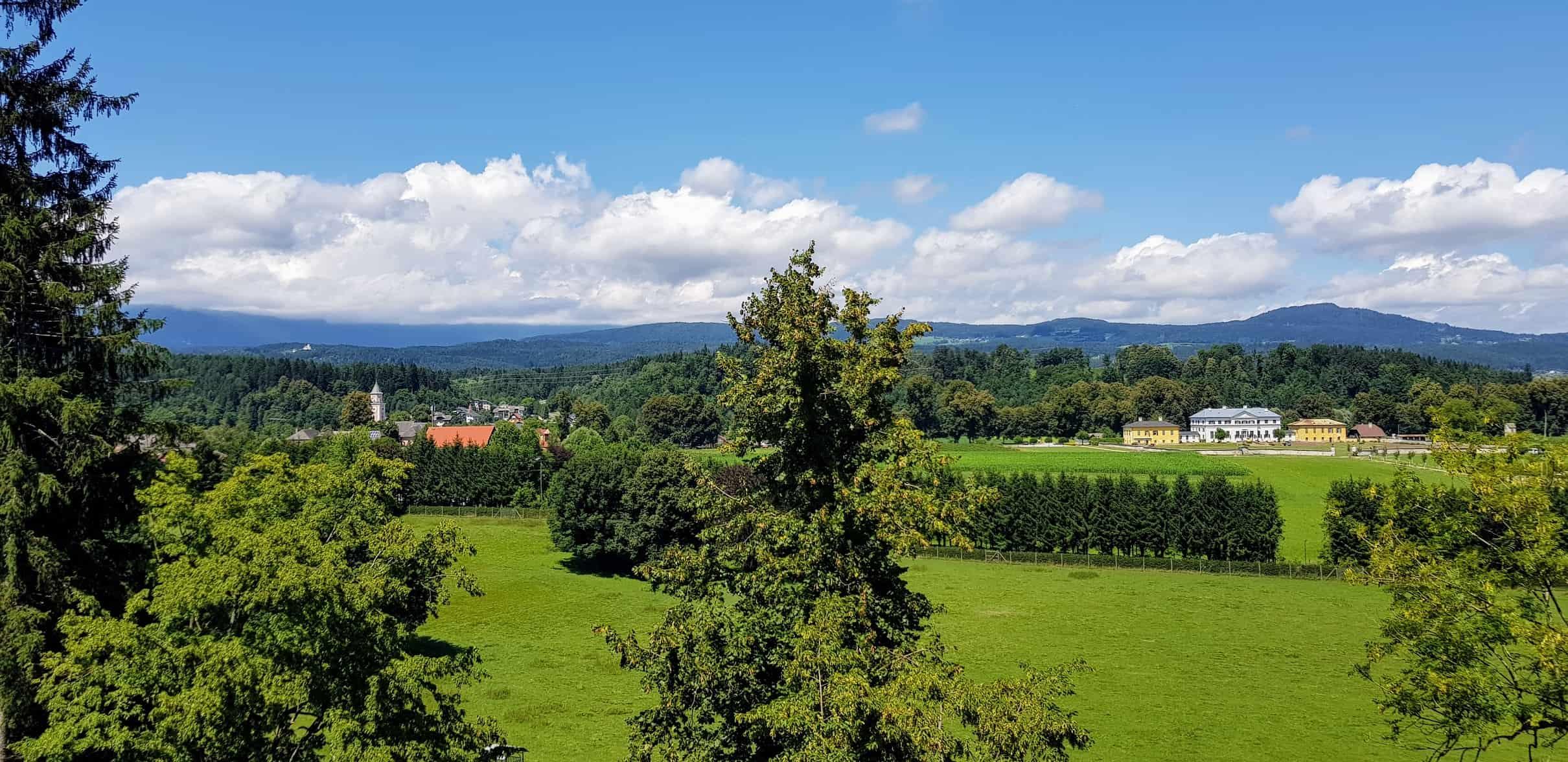 Rundgang Tierpark Rosegg mit Blick auf Schloss Rosegg in Kärnten