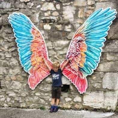 Flügel Fotowand mit Kind auf Adlerarena Burg Landskron in Kärnten