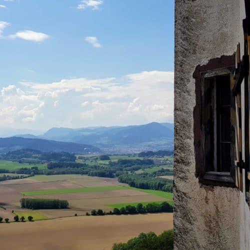 Die kinderfreundliche Burg Hochosterwitz ist landschaftlich reizvoll gelegen und ist beliebtes Ausflugsziel für Einheimische und Urlauber.
