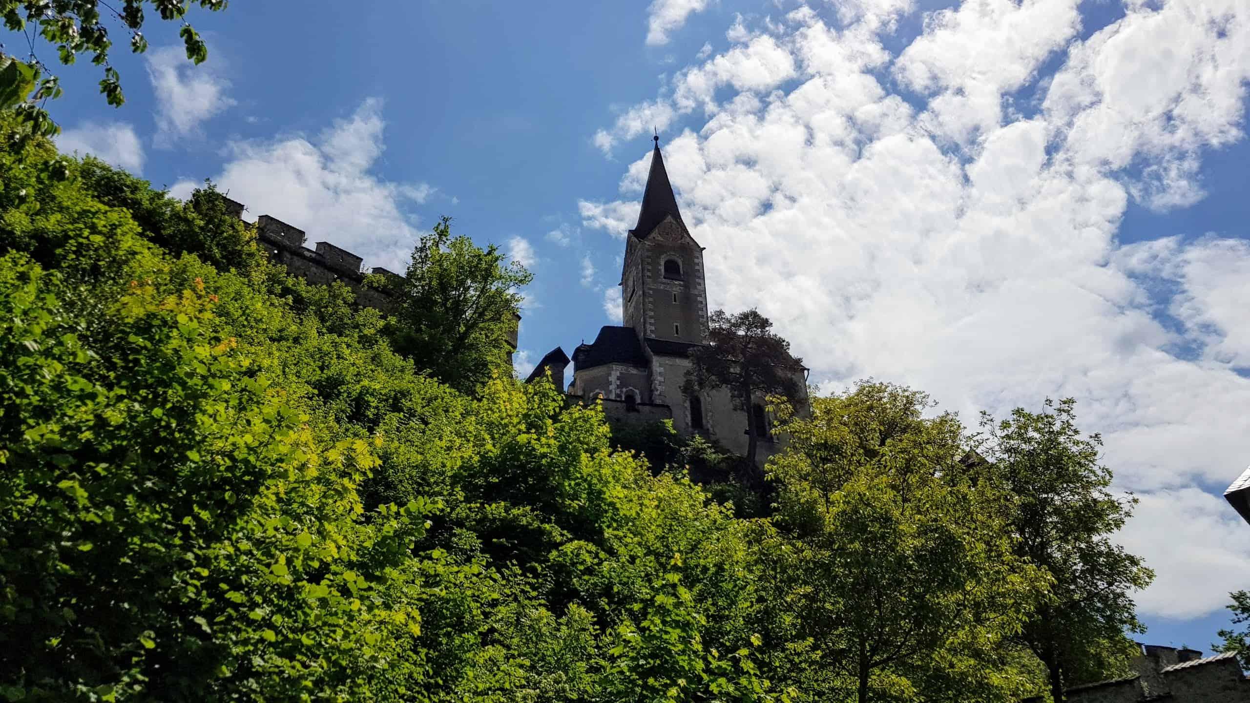 Die Burgkirche auf der Burg Hochosterwitz bei einem Besuch und Wanderung auf die Burganlage.