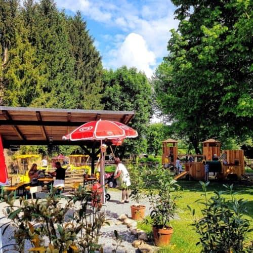 Buffet und Kinderspielplatz im Tierpark Rosegg Kärnten
