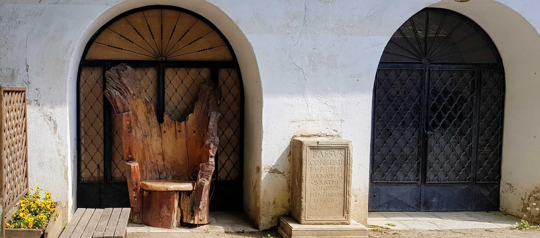 Burggelände und Burghof Hochosterwitz Kärnten - Verweilplätze bei Ausflug