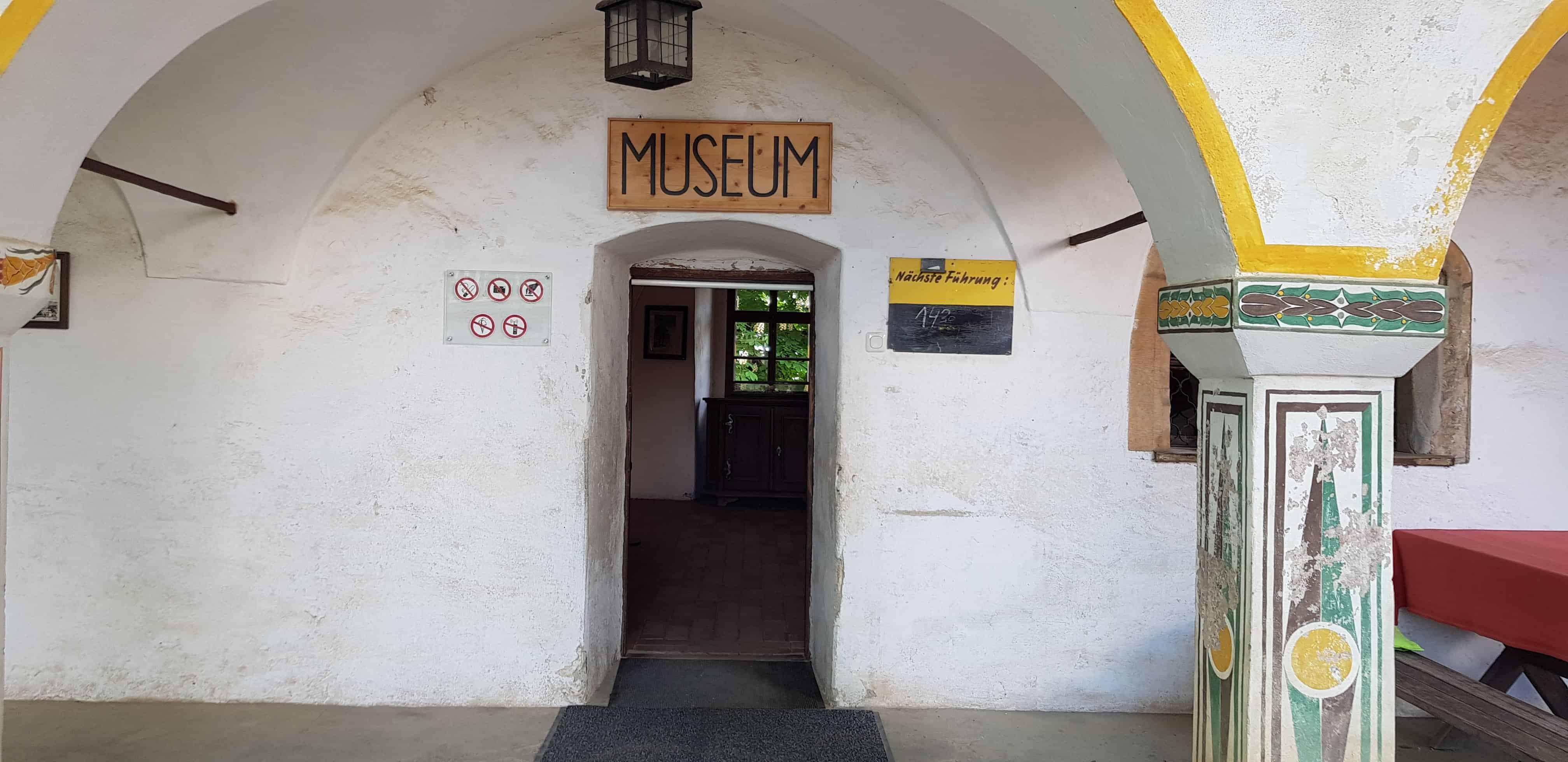 Schlechtwettertauliche Ausflugsziele in Kärnten - Museum Burg Hochosterwitz, täglich Führungen