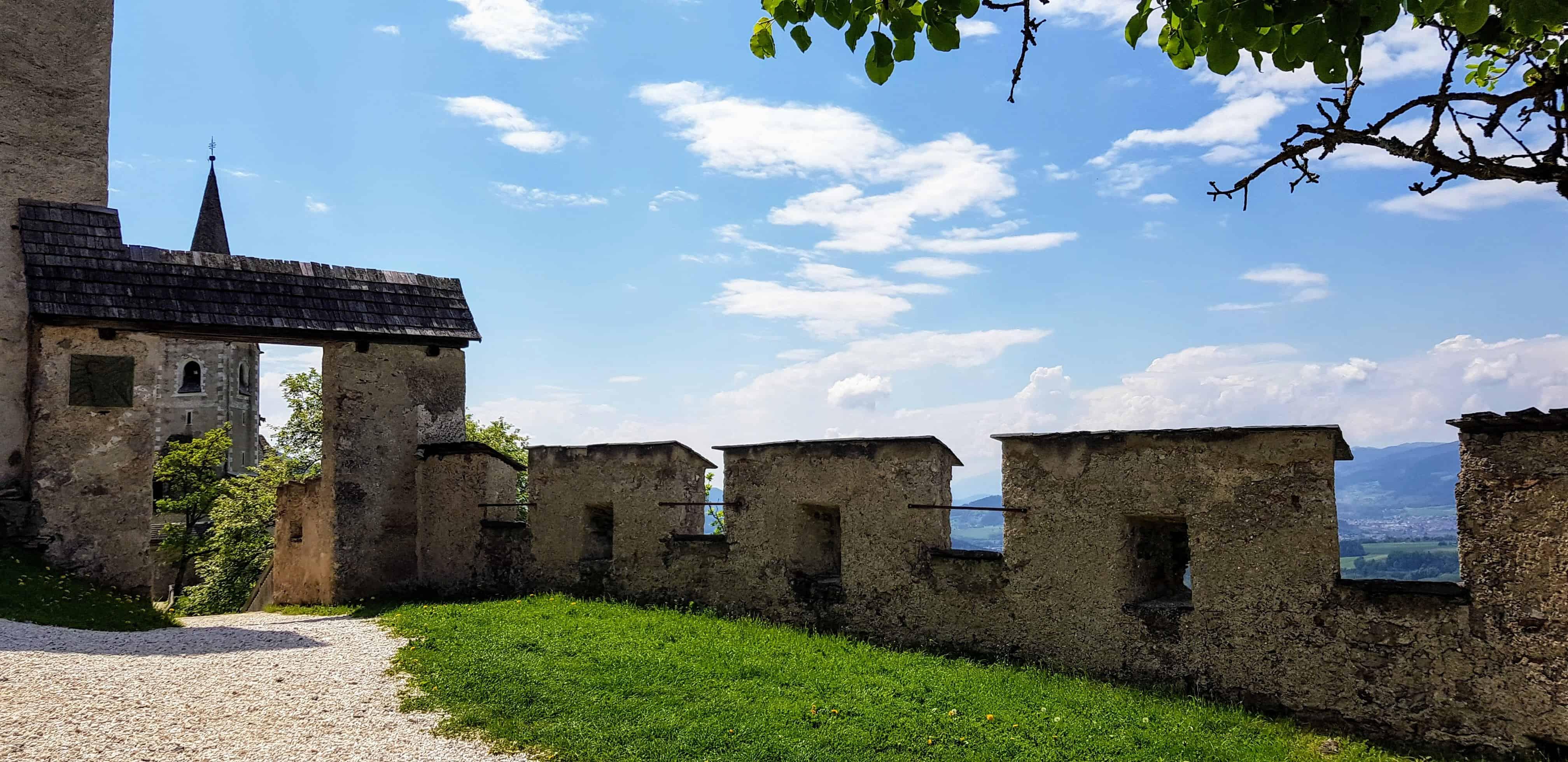 Burganlage und Burgkirche mit Panoramablick auf Burg Hochosterwitz - Kärntens TOP Ausflugsziele Nähe Klagenfurt Wörthersee