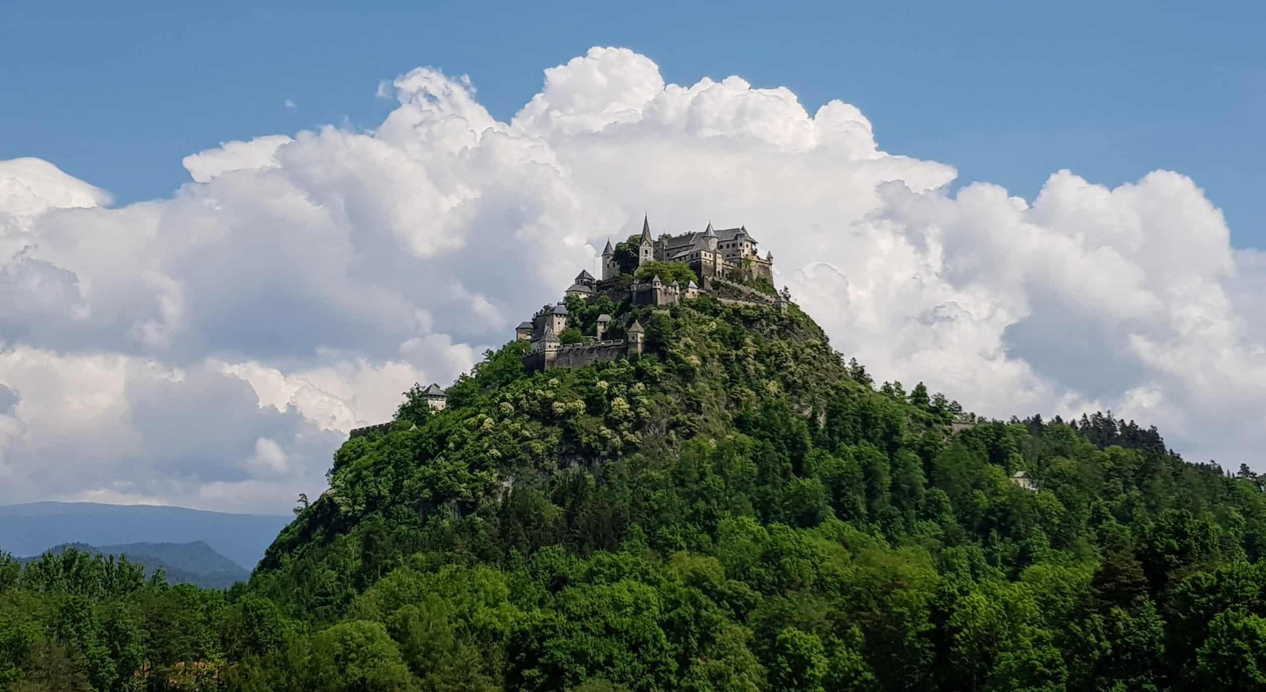 Familienfreundliche Sehenswürdigkeiten in Kärnten: Die Burg Hochosterwitz - St. Georgen am Längsee und Nähe St. Veit, Klagenfurt