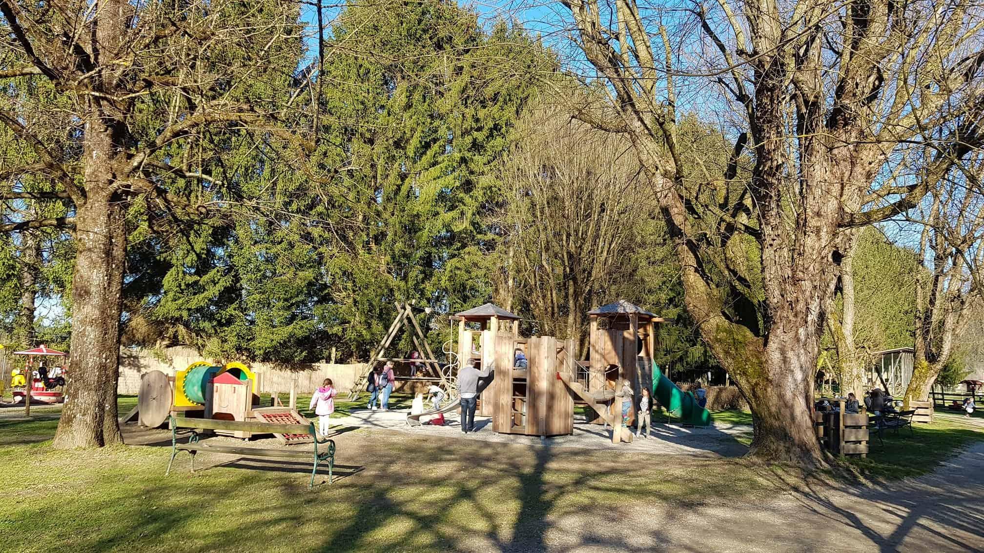 Familienausflug Frühling Kinderspielplatz Tierpark Rosegg Kärnten