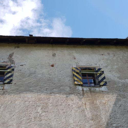 Historische Burgmauern des Kärntner Wahrzeichens Burg Hochosterwitz in der Nähe vom Längsee in der Reiseregion Mittelkärnten.