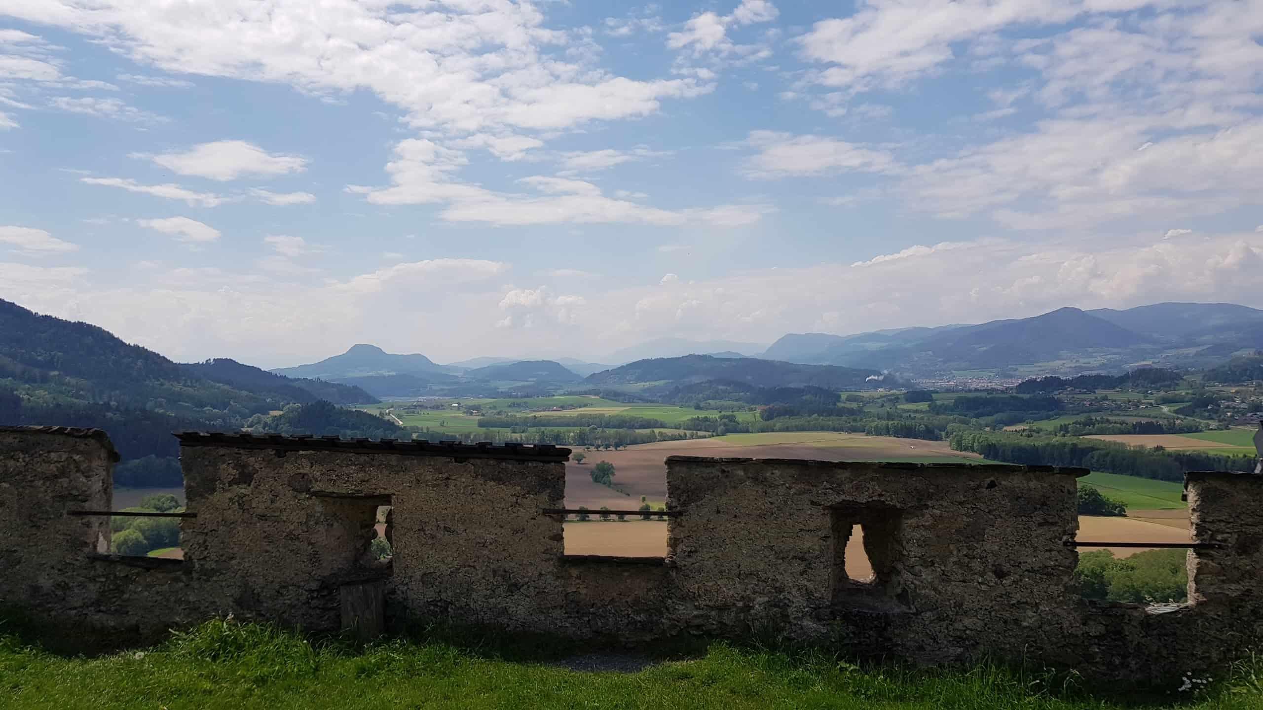 Aussichtsreicher Burgaufgang auf Kärntens TOP Ausflugsziel Burg Hochosterwitz
