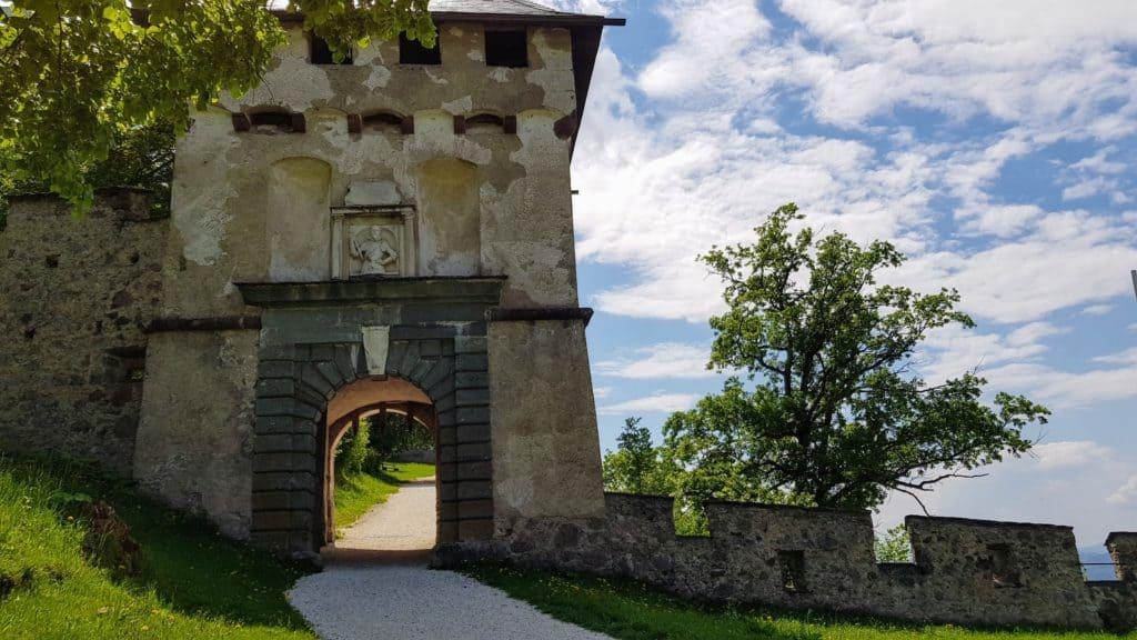 Khevenhüller-Tor auf die mittelalterliche Burg Hochosterwitz in Kärnten