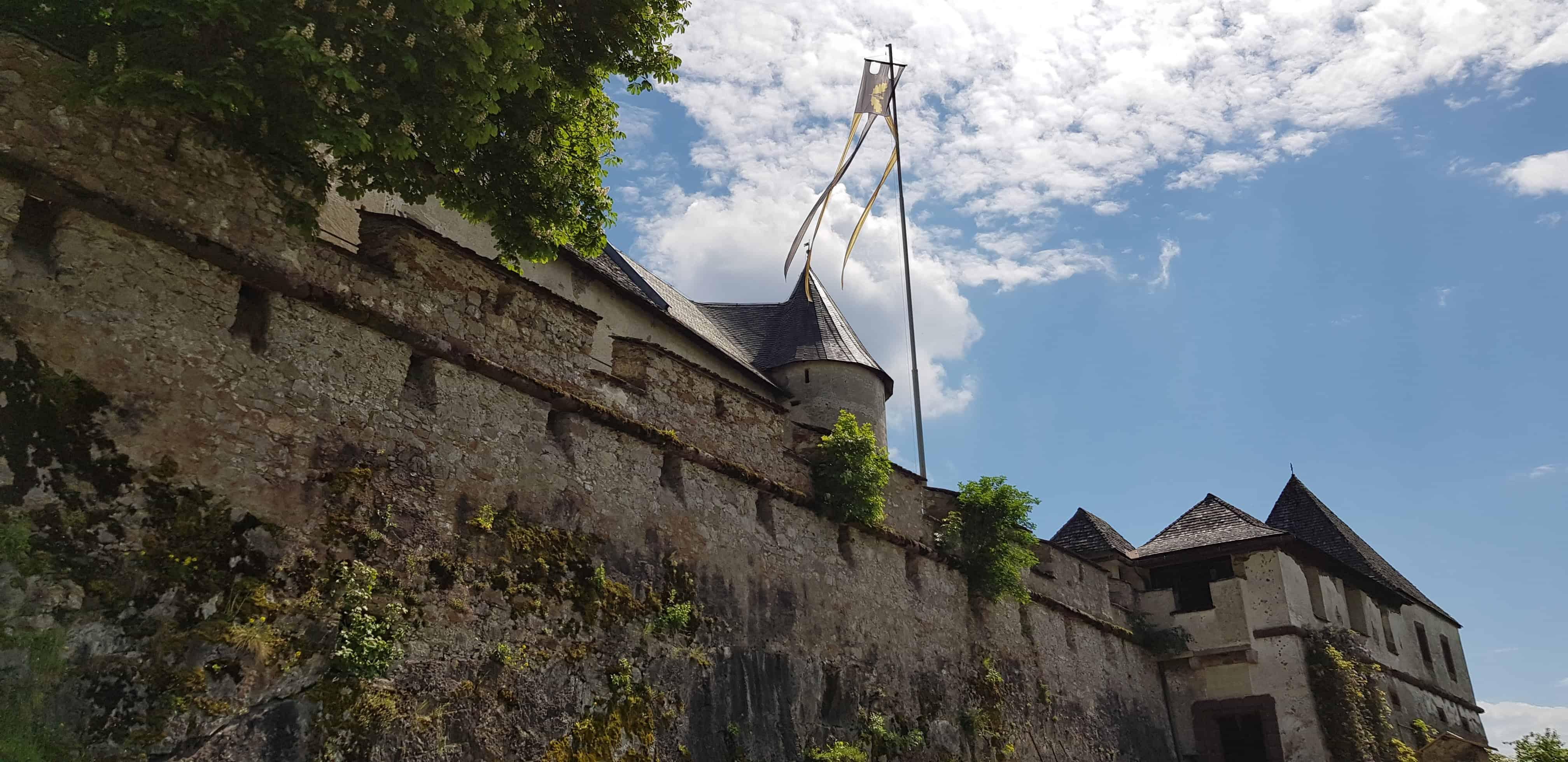 Ein umfangreiches Kulturprogramm mit Konzerten, Bilderausstellungen und Festen lädt den Besucher ein, die Burg Hochosterwitz in ihrer Vielfältigkeit zu entdecken.