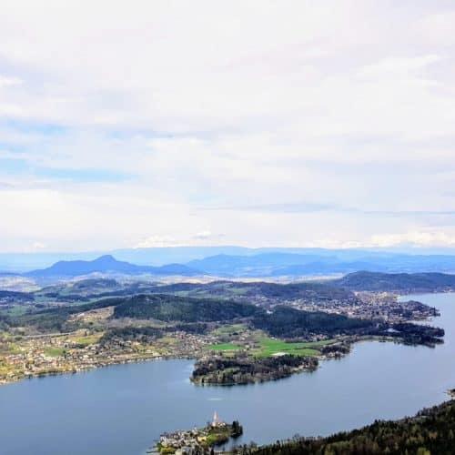 kinderfreundliche Sehenswürdigkeiten in Kärnten - der Aussichtsturm Pyramidenkogel - Panoramablick Sommer