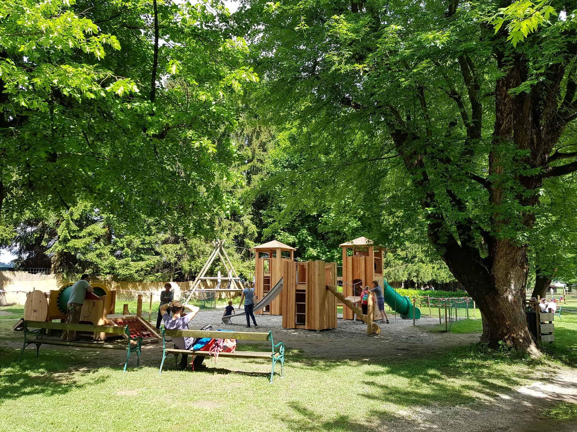 kinderfreundliches Ausflugsziel Tierpark Rosegg Kärnten mit Kinderspielplatz