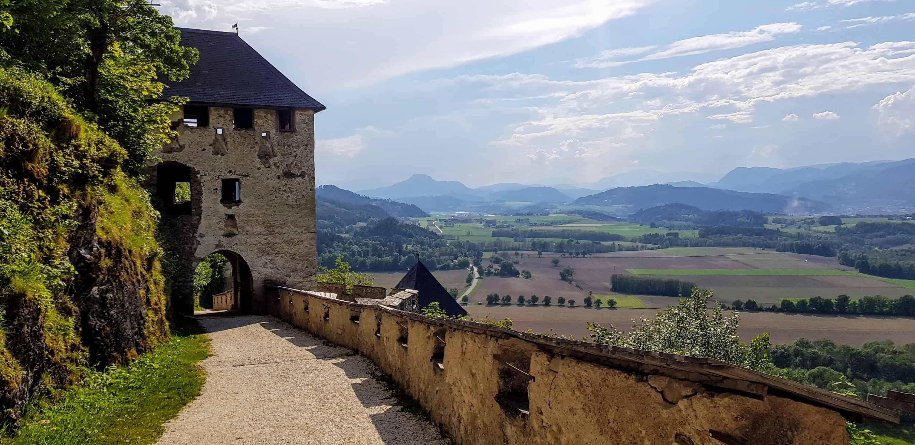 Aufgang auf die Burg Hochosterwitz - historische und familienfreundliche Sehenswürdigkeit im Süden Österreichs.