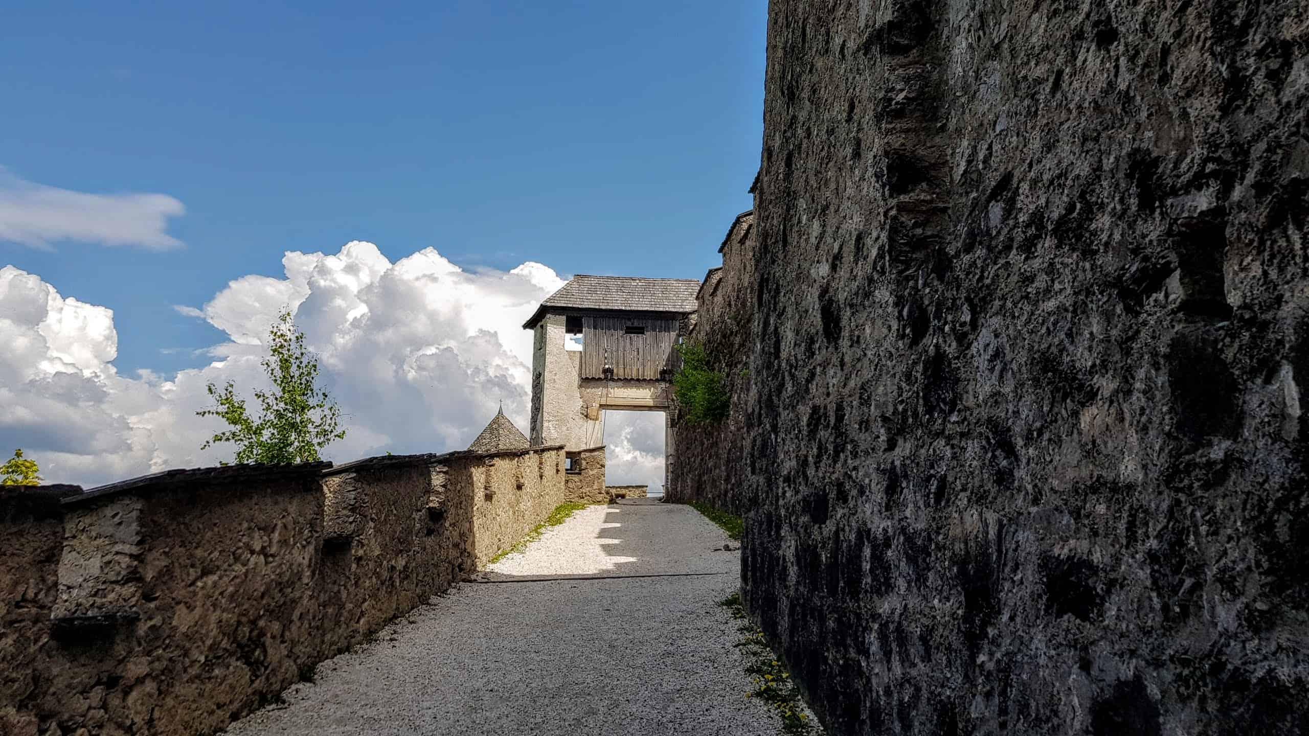 Kinderwagentauglicher Fußweg und Ausflug auf die Burg Hochosterwitz in Kärnten
