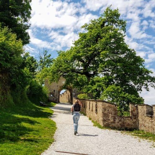 Idyllischer und schöner Wanderweg zu einem der schönsten Ausflugsziele in Kärnten, die Burg Hochosterwitz.