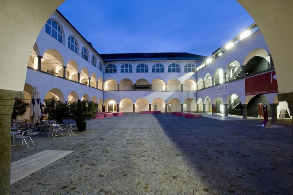 Museum Moderner Kunst Kärnten Gebäude Abend