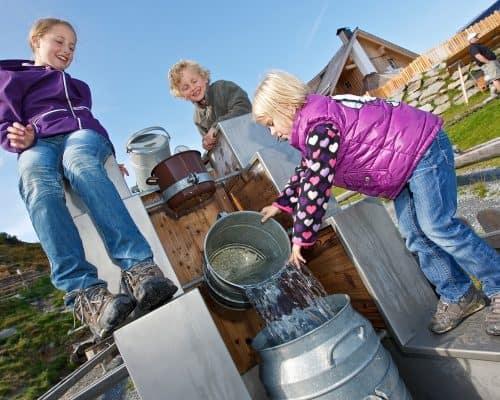 Nockys Almzeit Turracher Höhe Wasserspielplatz Kinder Alm Kärnten Steiermark
