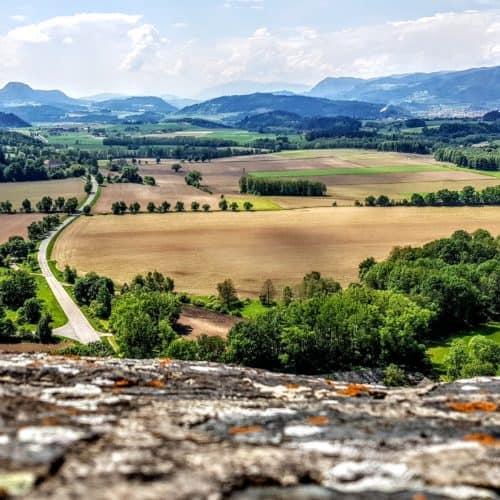 Panoramablick auf Kärnten von der Burg Hochosterwitz in Österreich. Blick Richtung Klagenfurt am Wörthersee