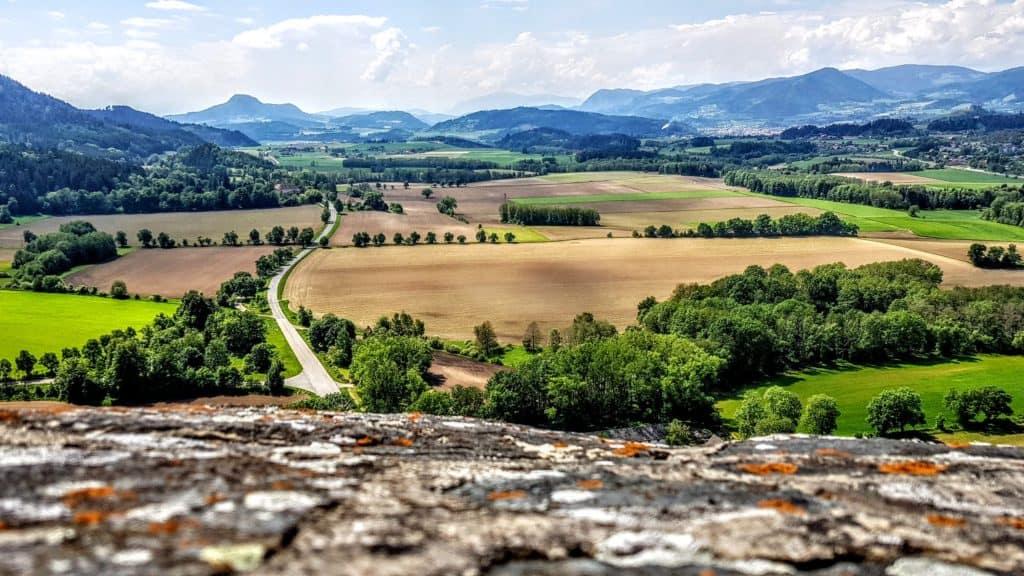 Traumhafter Panoramablick auf die Landschaft Kärntens