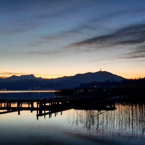 Sonnenuntergang in Krumpendorf mit Blick auf den Pyramidenkogel - Sehenswürdigkeit in Kärnten