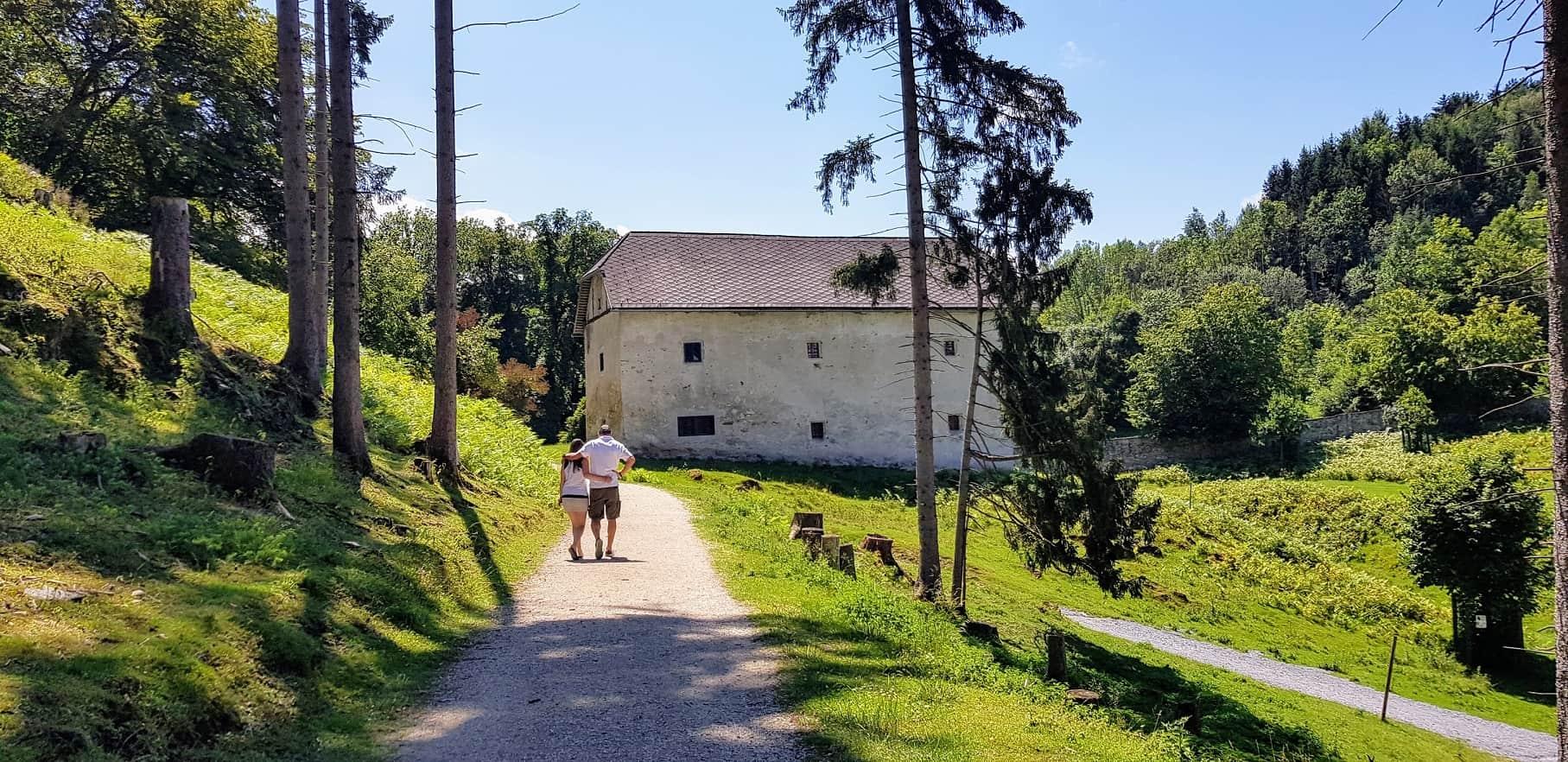Romantischer Spaziergang durch den Zoo und Tierpark Rosegg in Kärnten