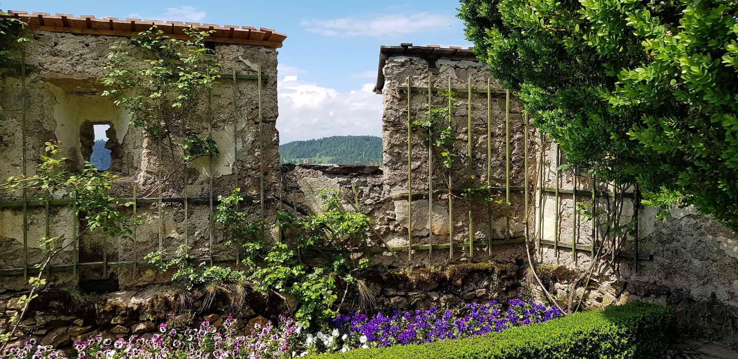 Rosengarten auf der Burg Hochosterwitz in Kärnten - Österreich