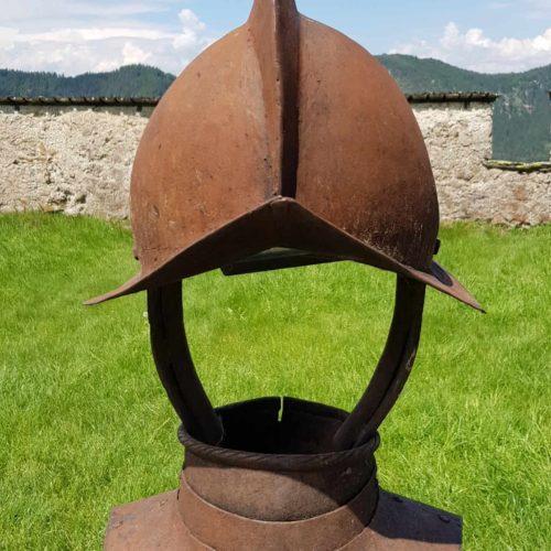 Liebevolle Details entlang der Wanderung bei einem Besuch auf der Burg Hochosterwitz in Kärnten - historische Sehenswürdigkeit.