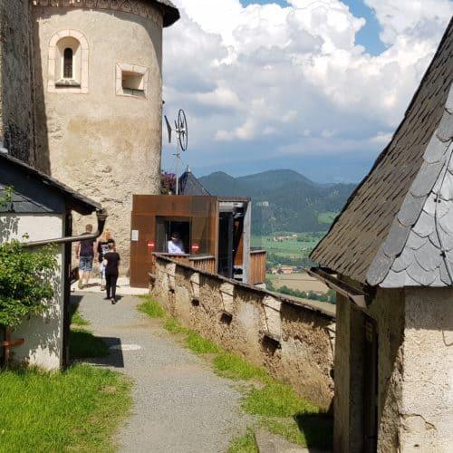 Spaziergang und Wanderweg auf die Burg Hochosterwitz in Kärnten. Mit Lift auch barrierefrei.