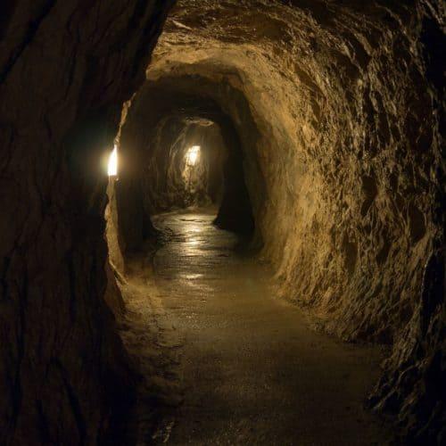 Stollen und Führung in der Obir Tropfsteinhöhle - sehenswerte Ausflugsziele am Klopeinersee Südkärnten in Österreich