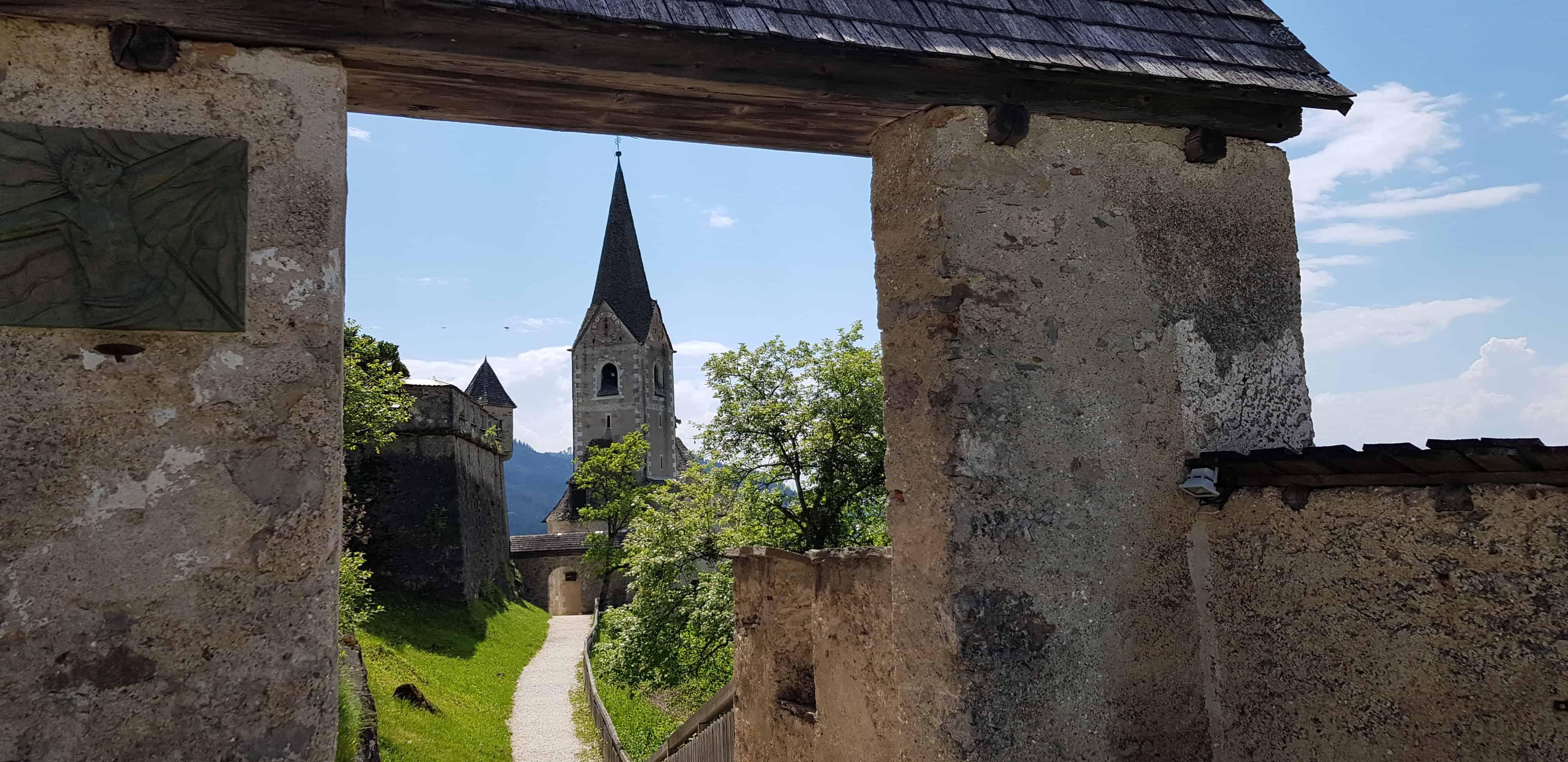 Tor zur Burgkirche auf der Burg Hochosterwitz in Österreich, Kärnten