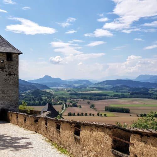 Traumhafte Wanderung auf die Burg Hochosterwitz in Kärnten - durch die Tore und mit schöner Aussicht