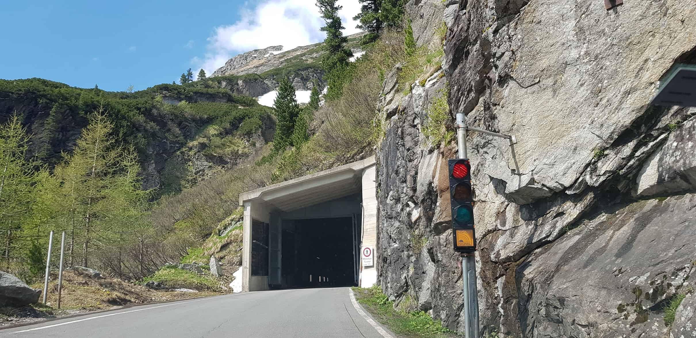 Mautstraße Auffahrt Malta Hochalmstraße - Ampel und Tunnel