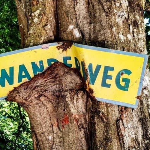 Wanderung durch Tierpark Rosegg - Schild, Wegweiser