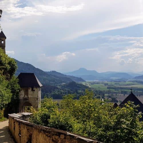 Wanderweg auf die Burg Hochosterwitz in Kärnten, Österreich