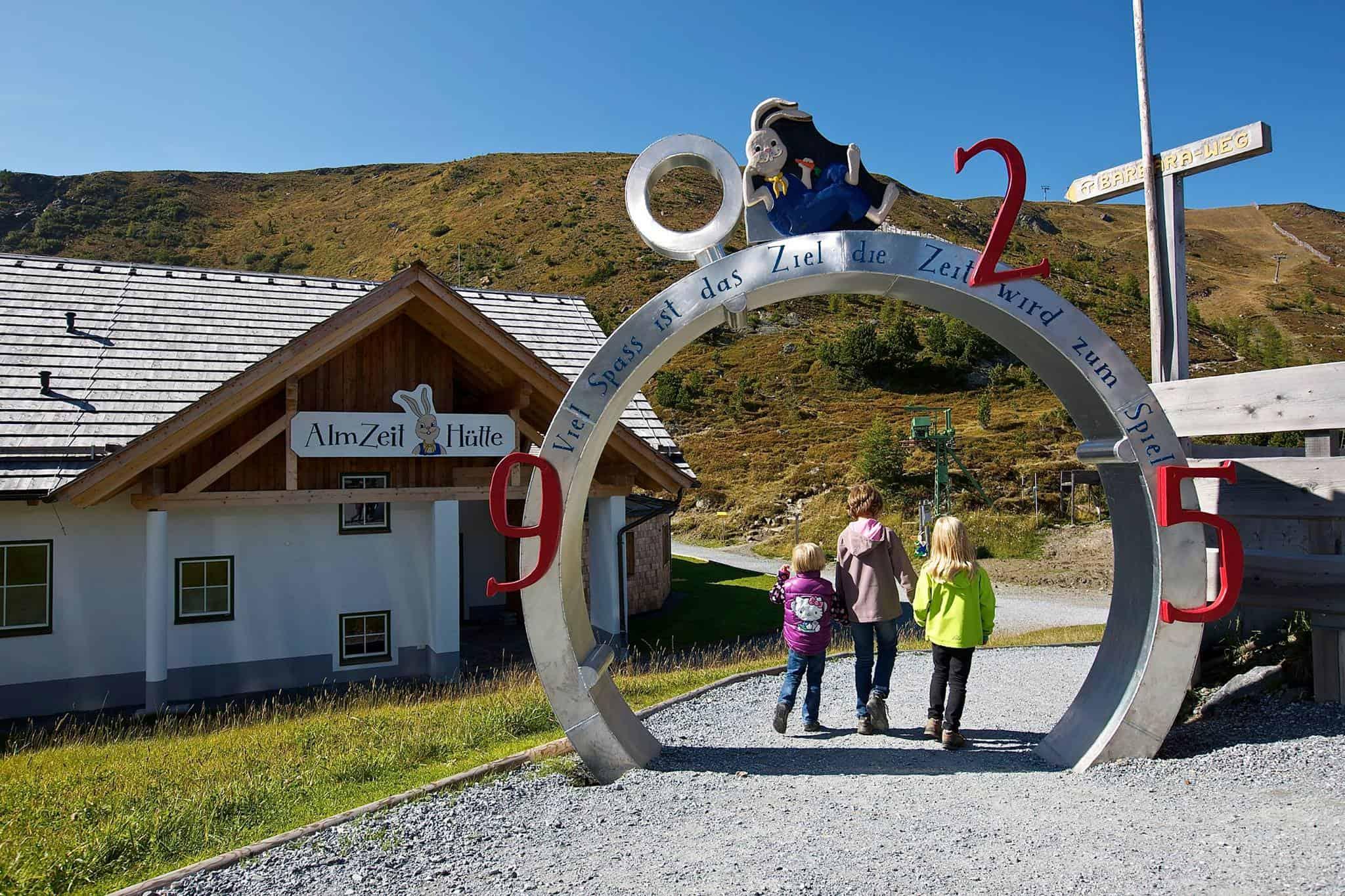 Eingang zur Nocky's Almzeit - Erlebnisspielplatz für Kinder und Familien auf der Turracher Höhe in Kärnten & Steiermark