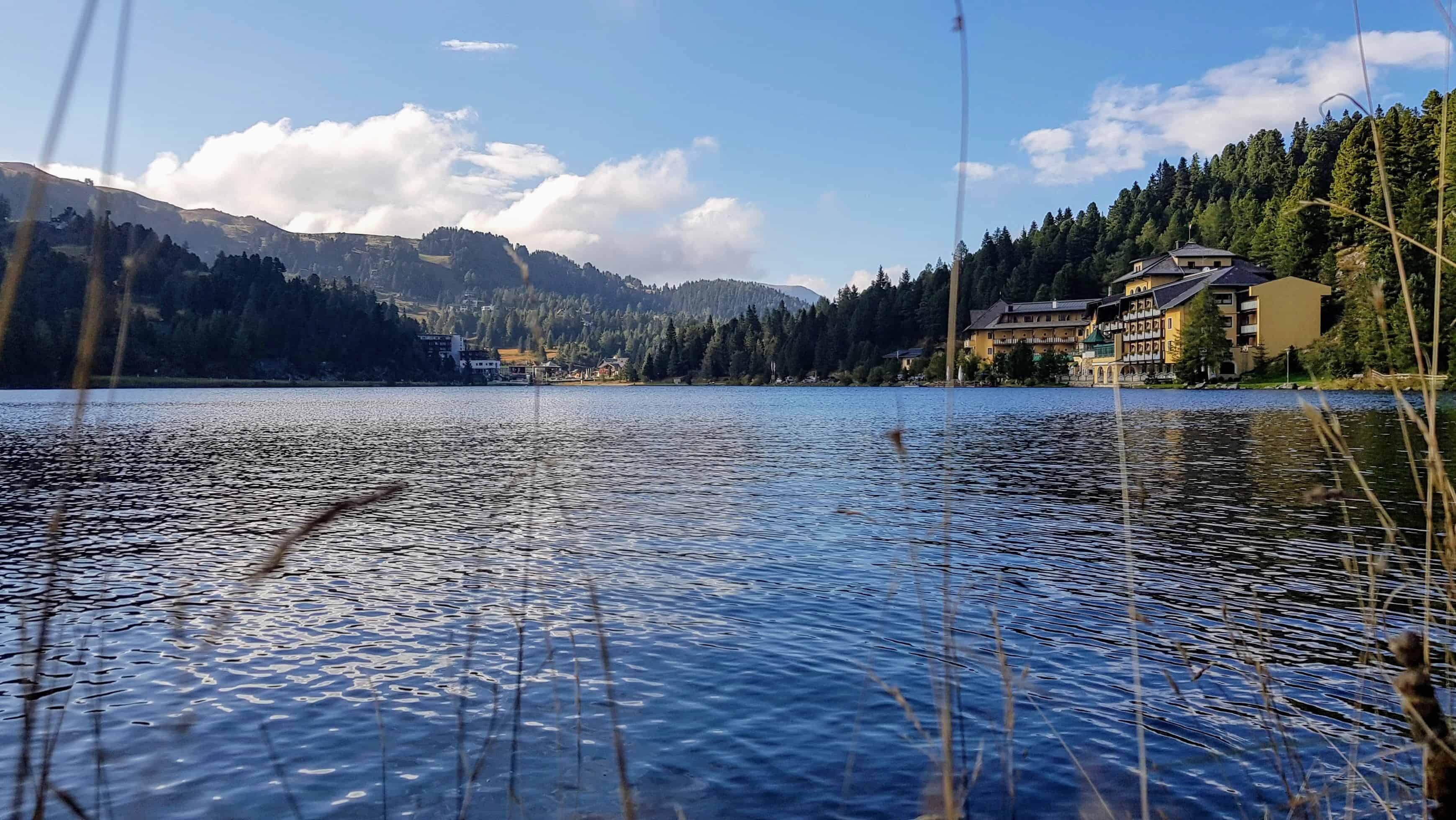 Turracher See als Ausflugstipp in der Region Nockberge bei der Grenze Kärnten und Steiermark auf der Turrach