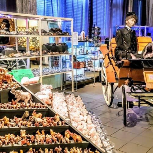 Shop und Ausstellung Edelsteine im Schaubergwerk Terra Mystica in Bad Bleiberg bei Villach