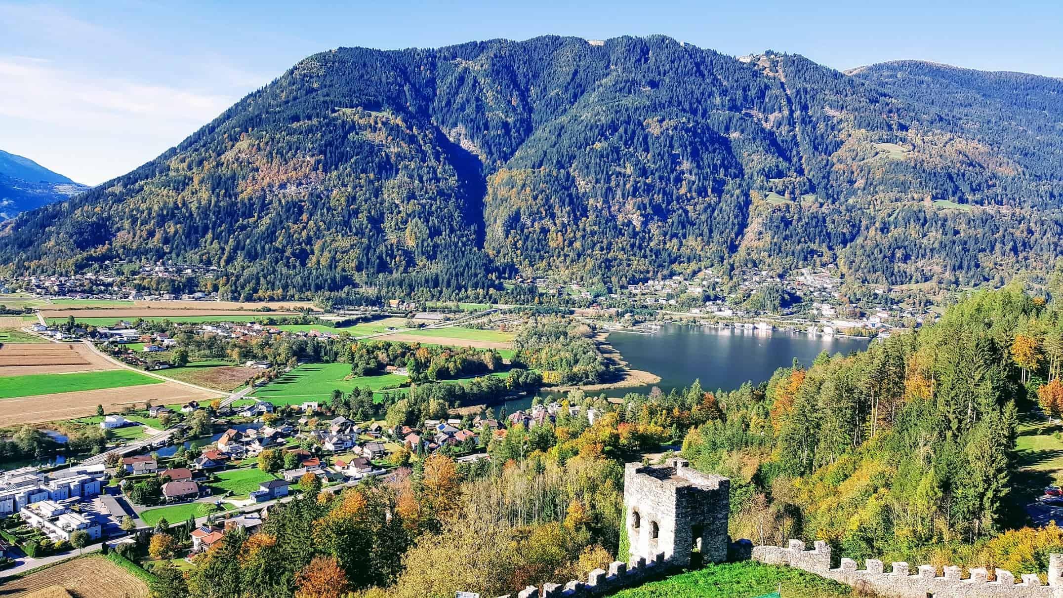 Blick auf Ossiacher See und Gerlitzen von Adlerarena Burg Landskron