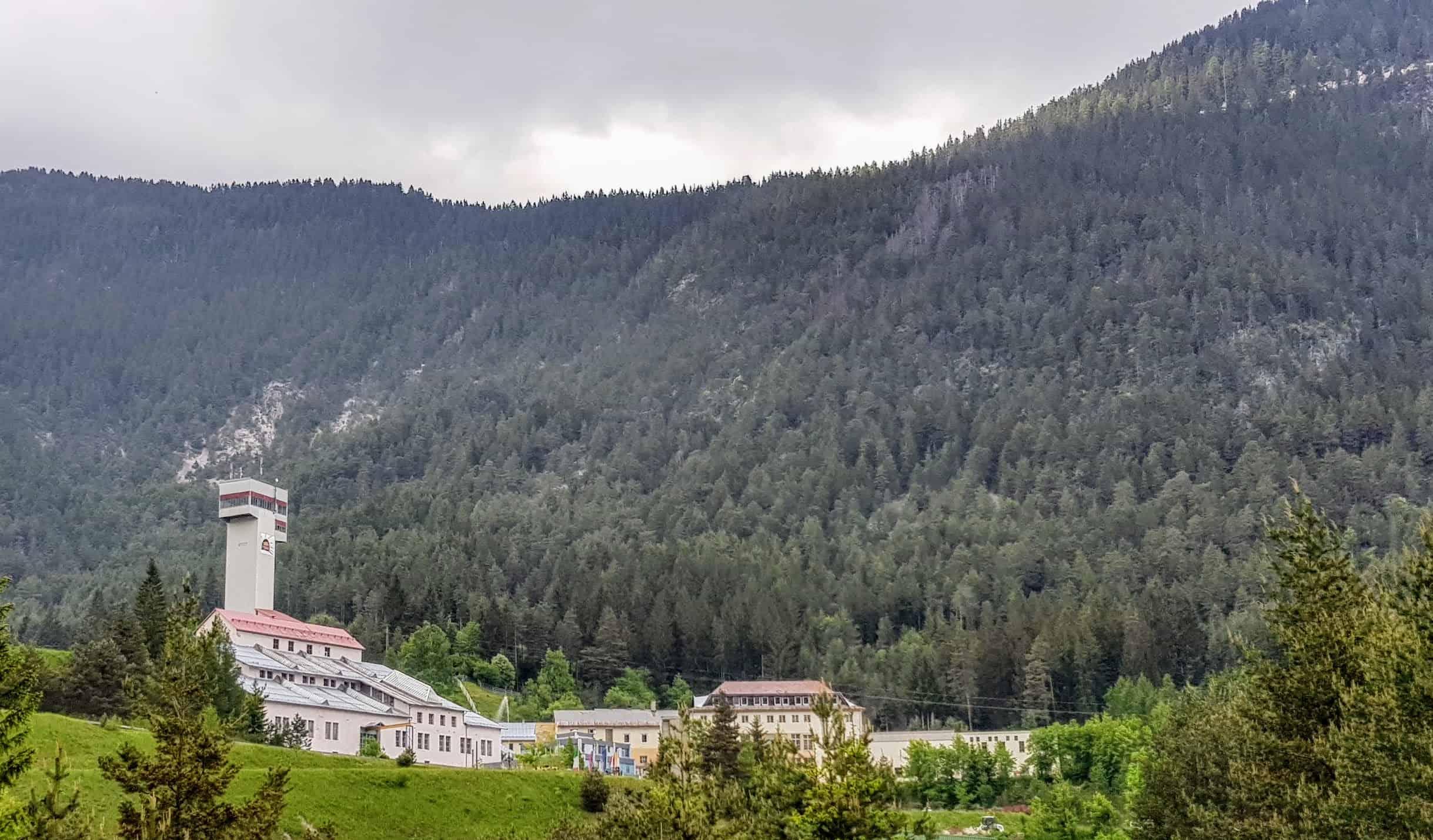 Die imposante Anlage der Schaubergwerke Terra Mystica & Montana im Naturpark Dobratsch