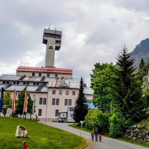 Das Gebäude der Schaubergwerke Terra Mystica und Montana - Familienfreundliche Ausflugsziele in Kärnten