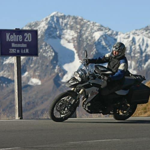 Motorradfahrer auf Großglockner Hochalpenstraße in Österreich - Sommer