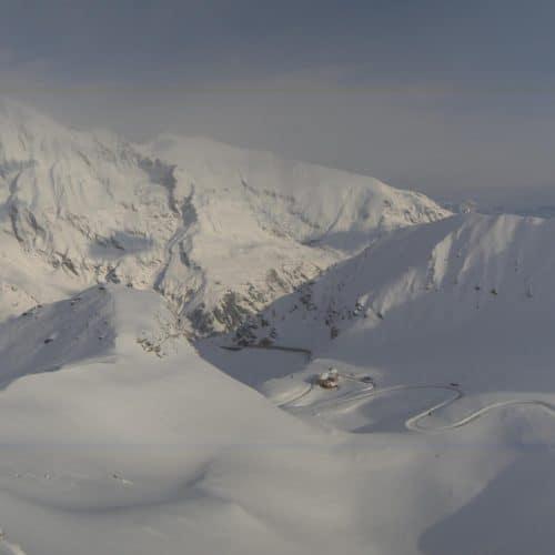 Großglockner Hochalpenstraße im Winter mit Blick auf das Fuscher Törl - Winter in Kärnten, Österreich. Berglandschaft.