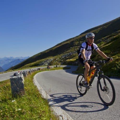 Radfahrer auf Großglockner Hochalpenstraße - Sehenswürdigkeit in Österreich