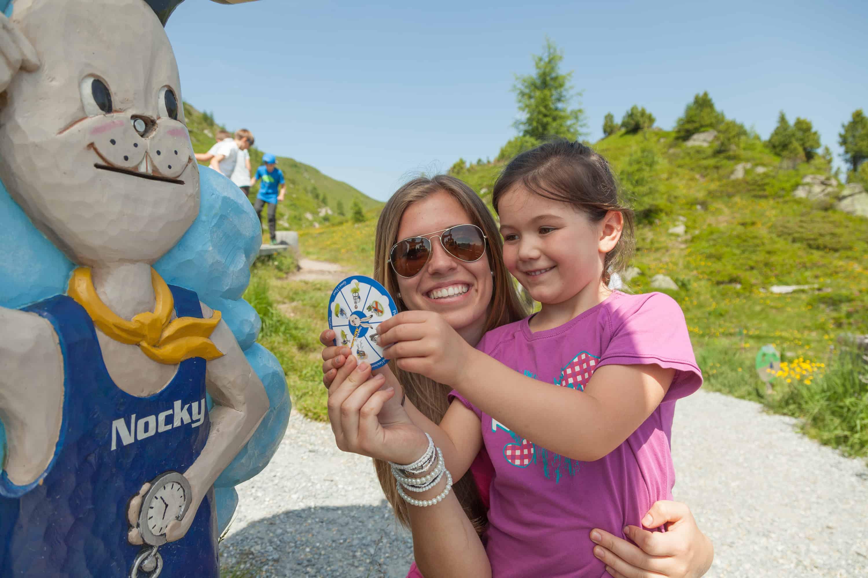 In der Kindererlebniswelt Nockys Almzeit auf der Turracher Höhe. Berg- und Talfahrt mit der Bergbahn ist mit der Kärnten Card gratis.